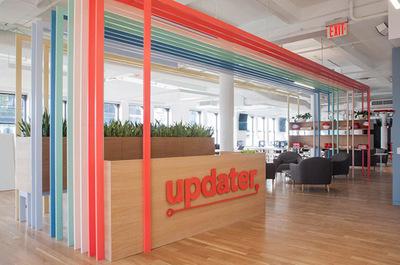 清新明亮的科技公司办公室装修设计案例实景效果图
